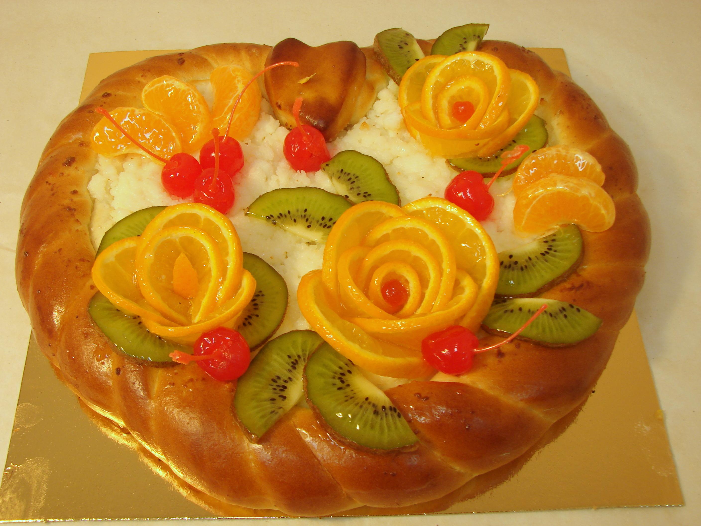 Пирог творожный с фруктами