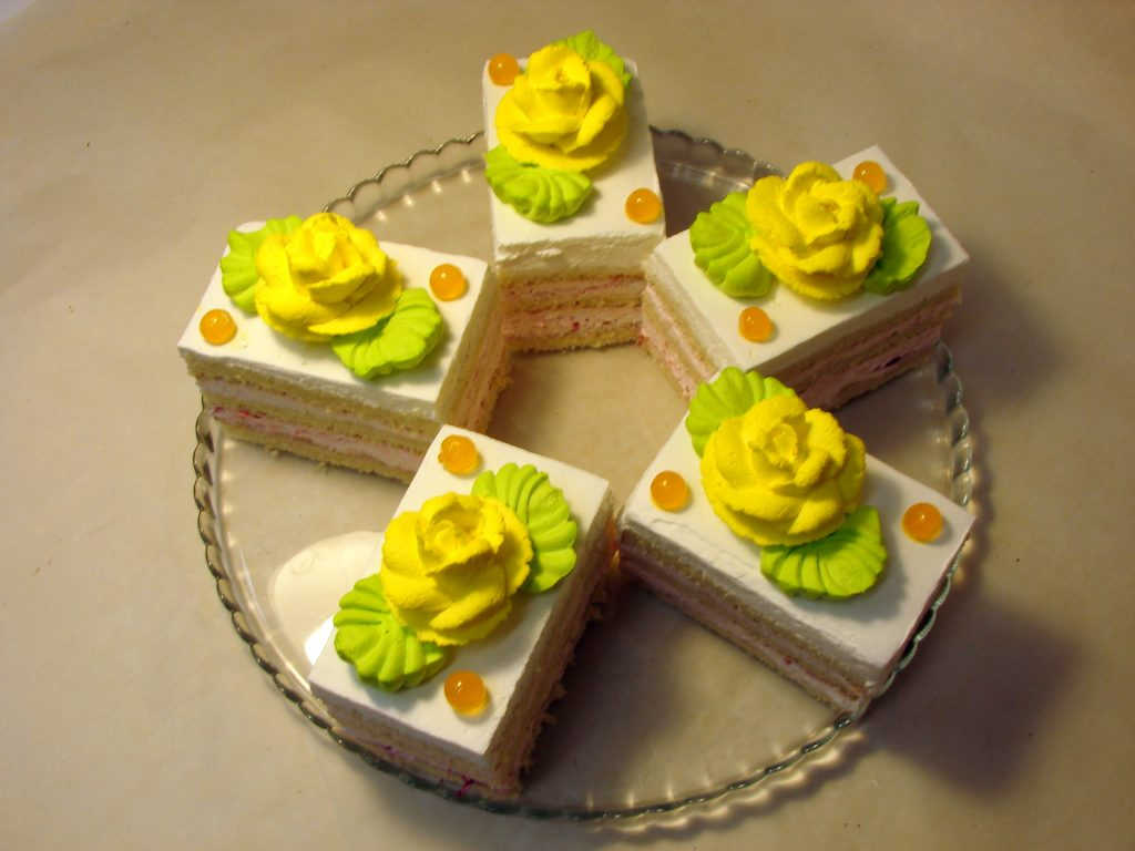 Бисквитное пирожное