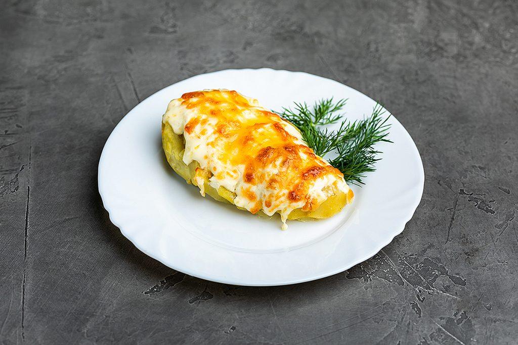 Картофель запеченный под сыром