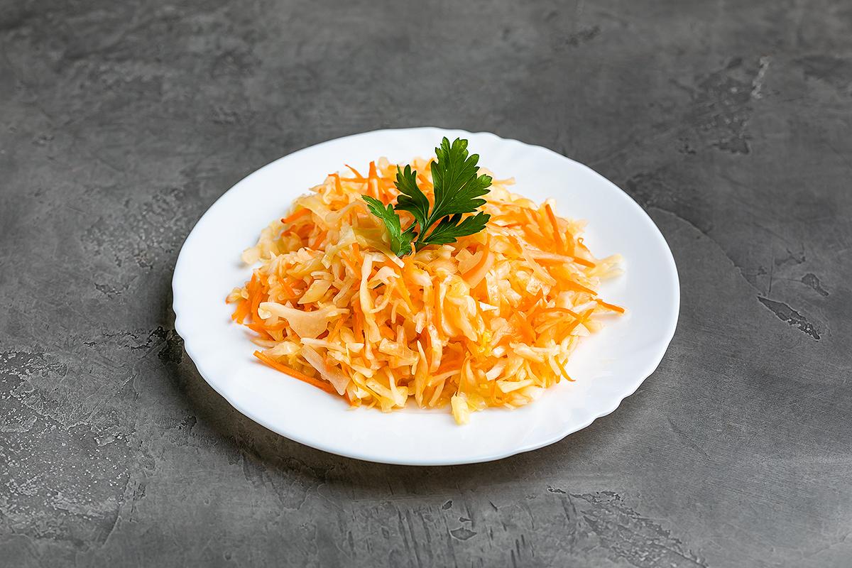 Салат острый из свежей капусты